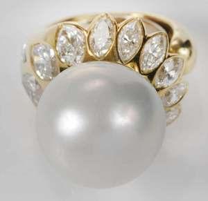 18kt. Pearl & Diamond Ring