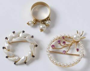 Three Pieces Gold & Pearl Jewelry