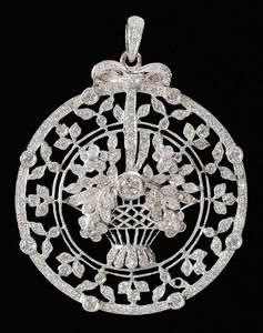 18kt. Diamond Flower Basket Pendant