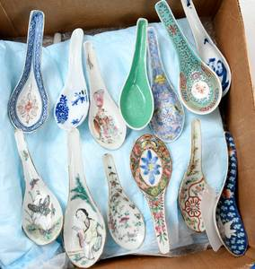 Collection 31 Chinese Porcelain Spoons