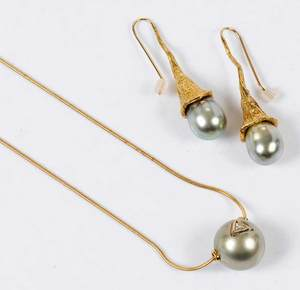 Gold, Pearl & Diamond Necklace & Earrings
