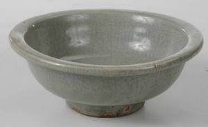 Song Style Celadon Bowl with Crackle Glaze