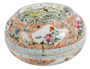 Large Chinese Famille Rose Circular Lidded Box