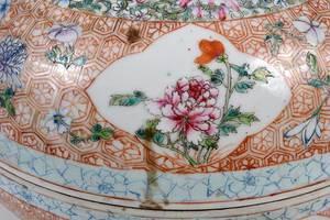 Large Chinese Famille Rose Circular Lidded Box