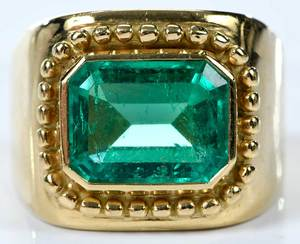 18kt. Emerald Ring