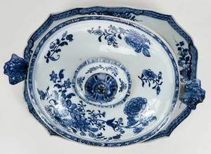 Chinese Export Tureen with Underplate