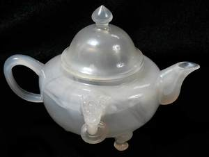 Chinese Clear Agate Teapot with Domed Cover