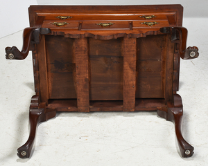 Philadelphia Queen Anne Style Dressing Table
