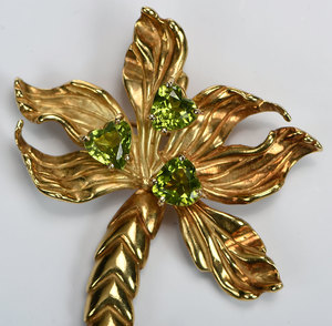 18kt.  Peridot and Diamond Brooch