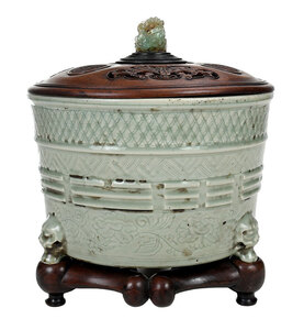 Lidded Longquan Celadon Trigrams Censer on Stand